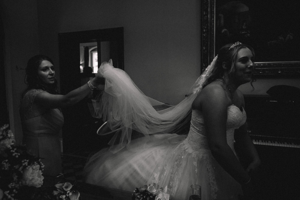 MILES VICTORIA DOCUMENTARY WEDDING PHOTOGRAPHY WORCESTER STANBROOK ABBEY 61