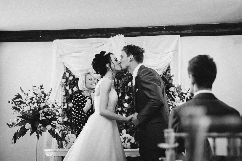 THOMAS ANDREA LAKESIDE VENUE BRIDGEND WEDDING PHOTOGRAPHER 15